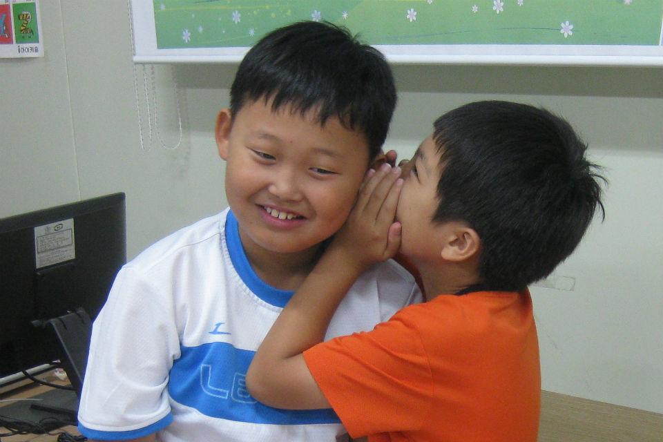 Belajar bahasa inggris dengan Whisper Game